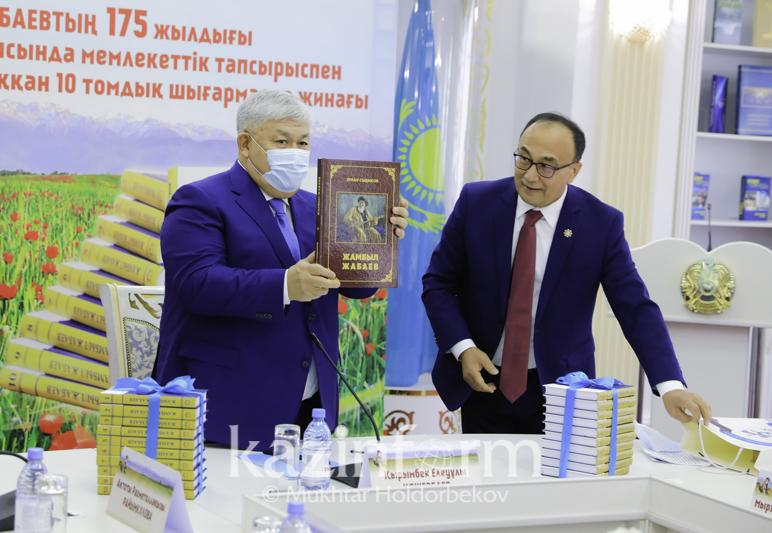 Каким тиражом издали 10-томник произведений Жамбыла Жабаева
