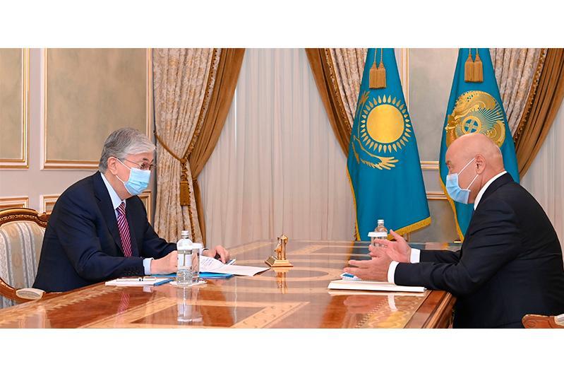 Глава государства принял акима Туркестанской области Умирзака Шукеева