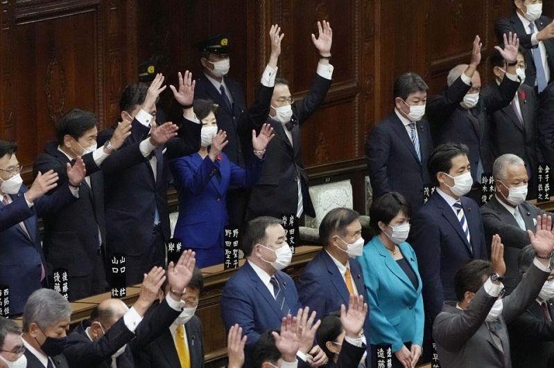 Japan PM Kishida dissolves lower house for Oct. 31 election