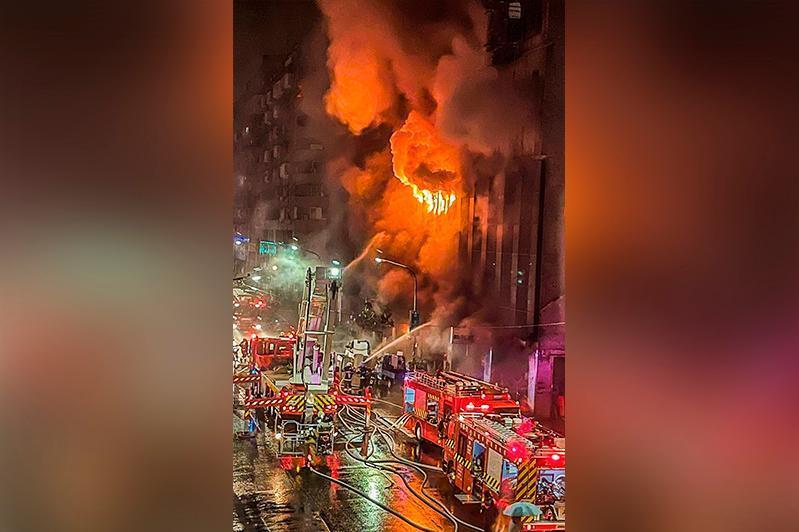 台湾一栋老旧大楼发生火灾 已造成46人死亡