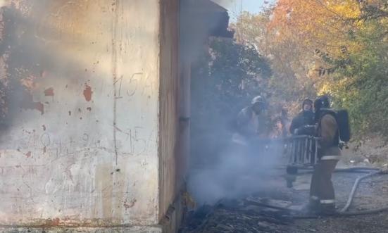 В районе военного городка в Актобе произошел пожар