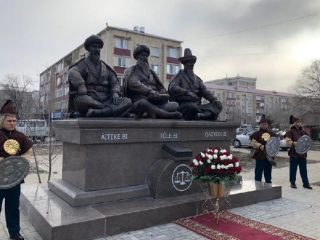 Monument to three outstanding Kazakh biys unveiled in Atyrau