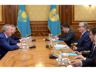 Kazakh President receives head of Roscosmos