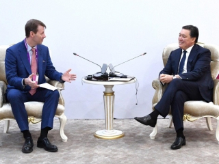 Askar Mamin meets Chair of the Board of Nokia Risto Siilasmaa