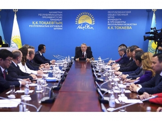 Nursultan Nazarbayev visits Nur Otan candidate's headquarters