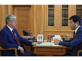 Tokayev instructs governor of West Kazakhstan on further development of region
