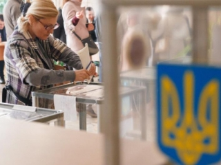 Snap parliamentary elections underway in Ukraine today