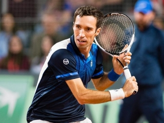 Kazakhstani Kukushkin, Diyas advance in Cincinnati