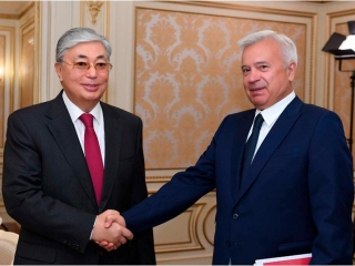 President Tokayev meets with head of Lukoil
