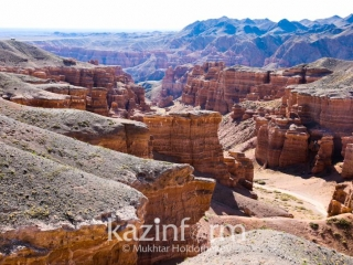 Dutch tourist falls to death taking selfie at Charyn canyon