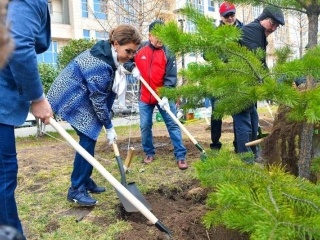 Senate Speaker gets involved in citywide cleanup day in Nur-Sultan