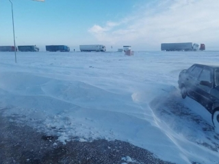 Up to 200 cars stuck in snow in Aktobe region