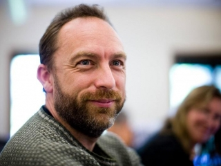 Wikipedia's Jimmy Wales has launched an alternative to Facebook and Twitter