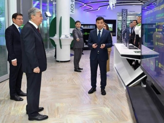 Head of State familiarizes with Digital Center in Nur-Sultan