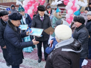 E Kazakhstan: 40 families receive keys to new apartments on eve of Independence Day