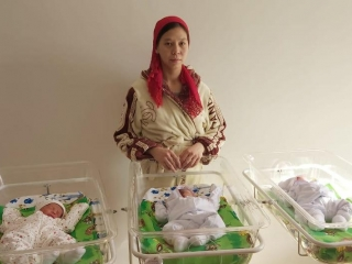 18yo mother welcomes triplets