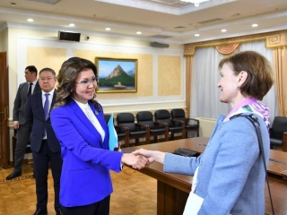 Dariga Nazarbayeva, WB Regional Director for CA Lilia Burunciuc discuss coop development