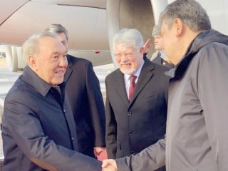 Nursultan Nazarbayev  arrives in Moscow