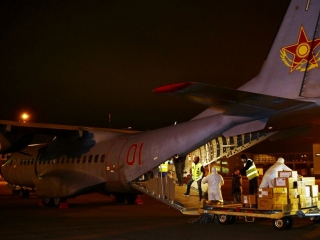 Plane carrying humanitarian aid arrives in Nur-Sultan from China