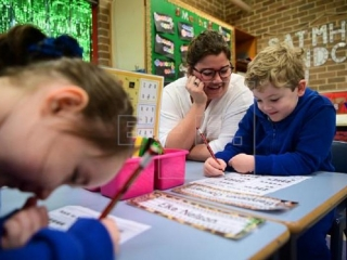 Students return to Australian classrooms as isolation measures lift