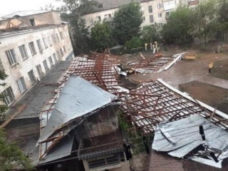 Monster wind rips roofs off in Pavlodar rgn