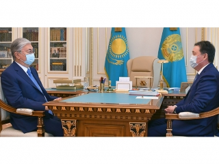 Kazakh President holds meeting with PM