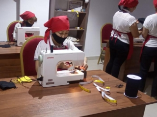 Tailor's workshop opens in Almaty for mothers with many children