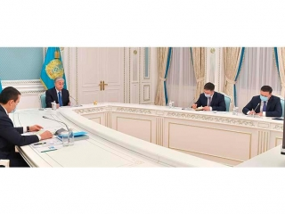 Head of State holds talks with head of Eurasian Economic Commission