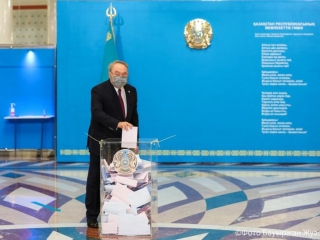 Nursultan Nazarbayev casts ballot in elections to Majilis