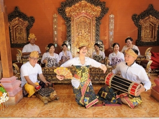 'Love of Tired Swans' in the sound of an Indonesian gamelan